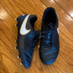 Nike Tiempo Soccer Cleats boys size 6